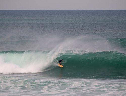 Surf à la rame, par une belle houle d'hiver
